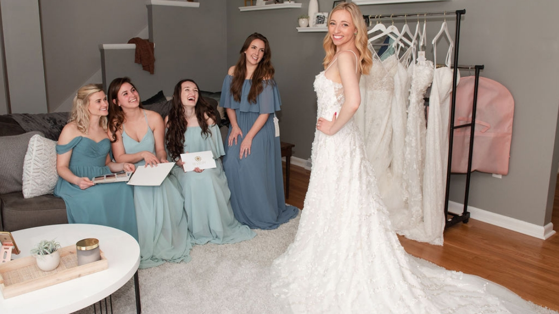 Sarah Revelry Finally the bride smile and pose over shoulder in aphrodite 3d wedding dress lace flower dresses four bridesmaids blue and green chiffon dresses